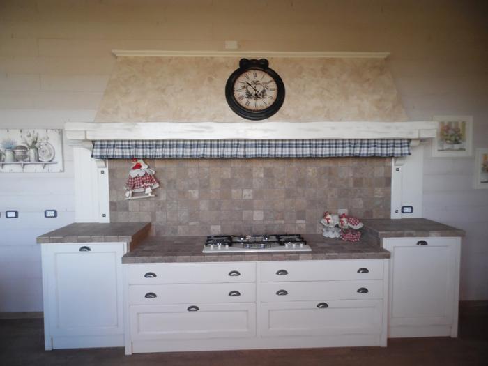 Mobili bagno country provenzali. elegant cucina in legno provenzale